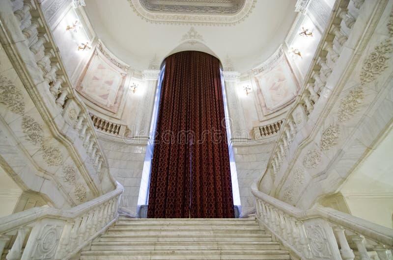 Interior del edificio del parlamento en Bucarest, Rumania imagen de archivo