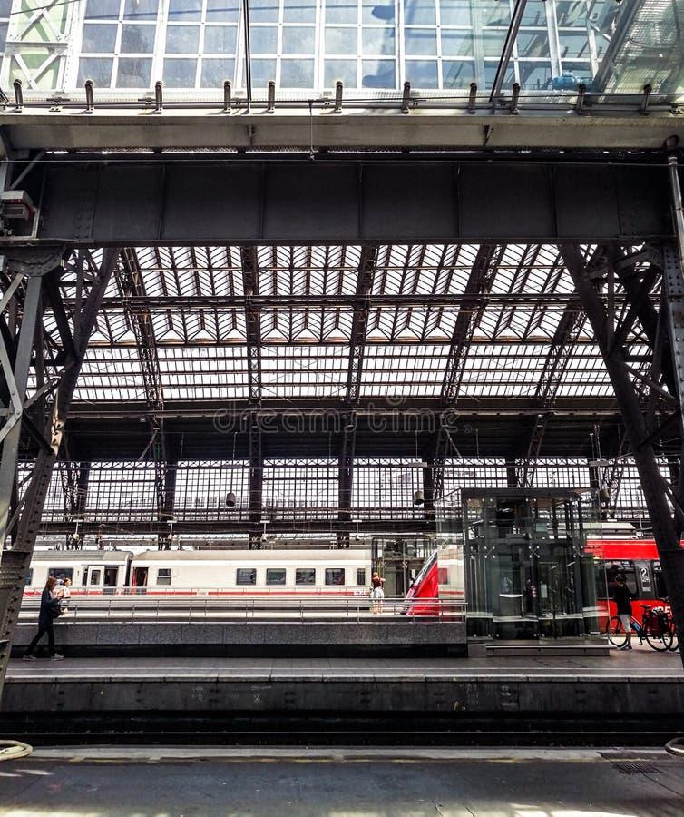 Interior del ferrocarril central de Colonia imagen de archivo