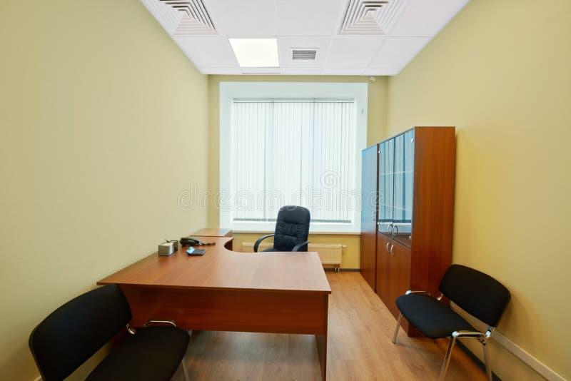 Interior del gabinete vacío de la oficina foto de archivo