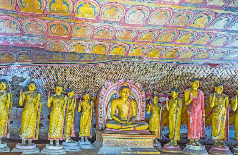 Interior del gran nuevo templo en Dambulla fotografía de archivo