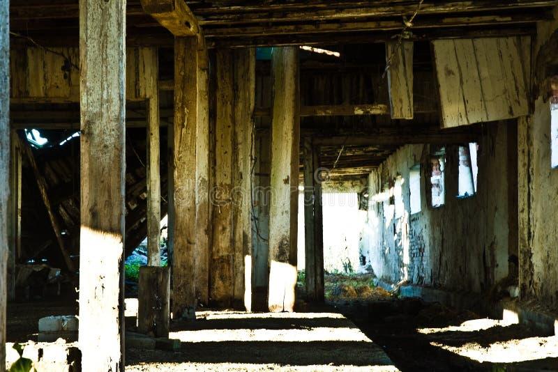 Interior del granero de decaimiento imagen de archivo libre de regalías