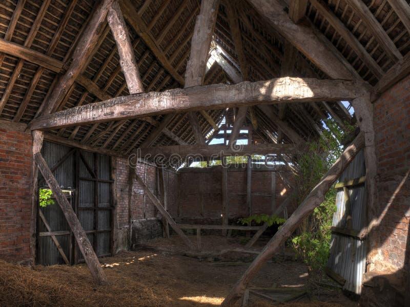 Interior del granero, Inglaterra imagen de archivo libre de regalías