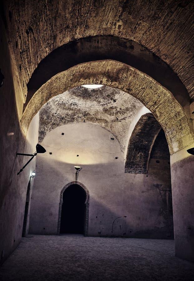 Interior del granero y del establo viejos del Heri es-Souani en Meknes, Marruecos imagen de archivo libre de regalías