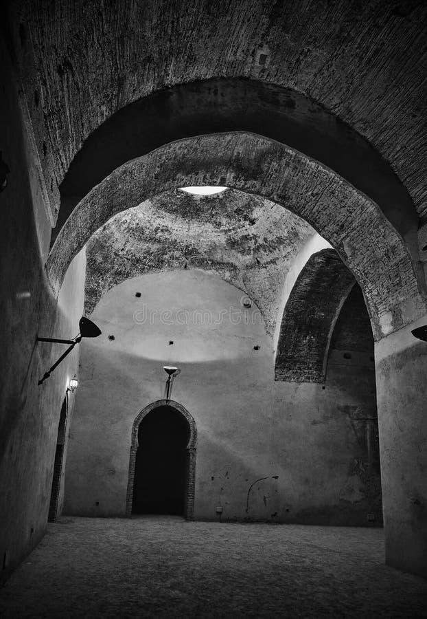 Interior del granero y del establo viejos del Heri es-Souani en Meknes, Marruecos foto de archivo