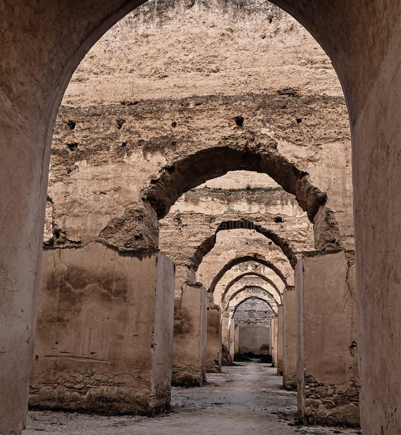 Interior del granero y del establo viejos del Heri es-Souani en Meknes, Marruecos imágenes de archivo libres de regalías
