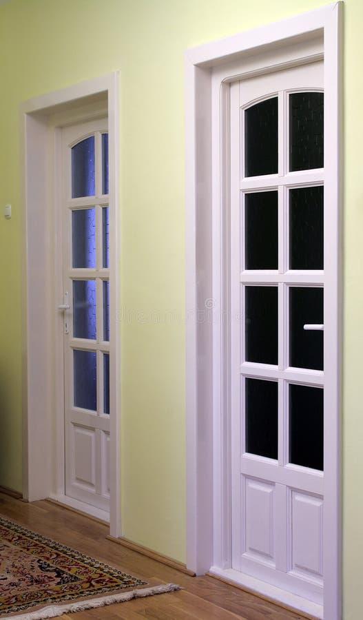 Interior del hogar con las puertas 2 foto de archivo libre de regalías