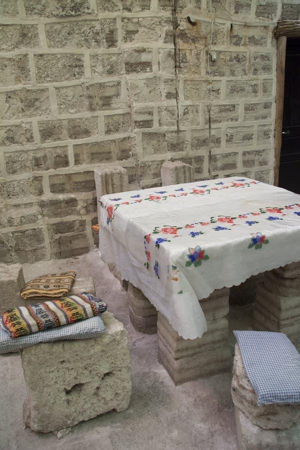 Interior del hotel construido de bloques de la sal en Salar de Uyuni fotos de archivo libres de regalías