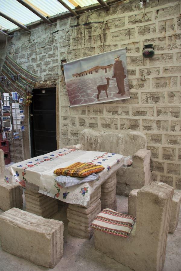 Interior del hotel de la sal hecho de la sal en Salar de Uyuni fotos de archivo libres de regalías