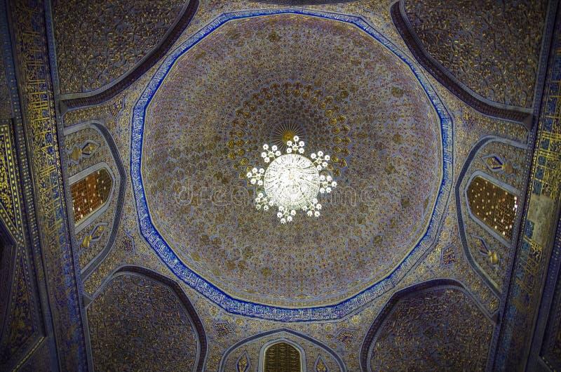Interior del mausoleo de Gur Emir del conquistador asiático Tamerlane imagen de archivo