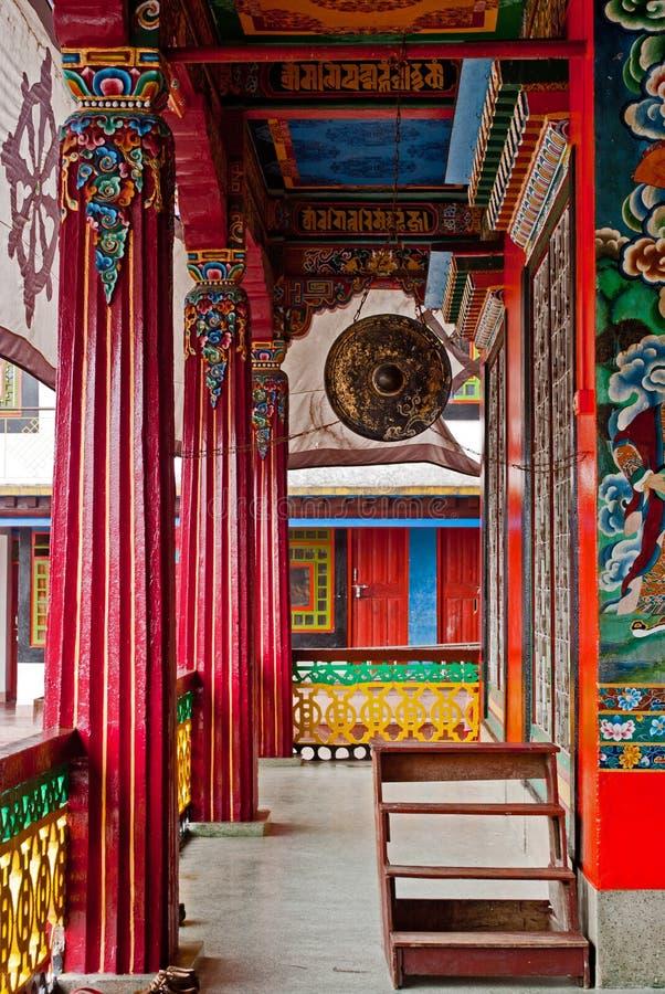 Interior del monasterio de Rumtek imagenes de archivo