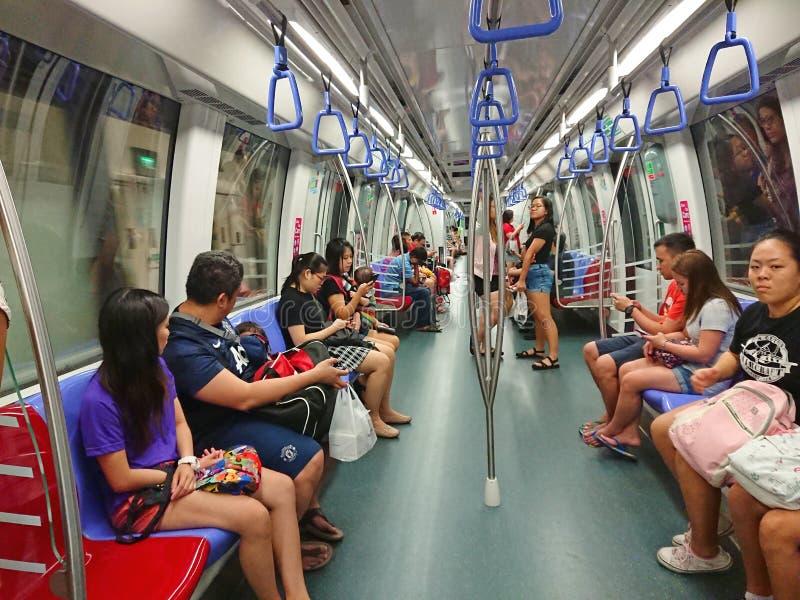 Interior del MRT del carro del subterráneo de Singapur imagen de archivo libre de regalías