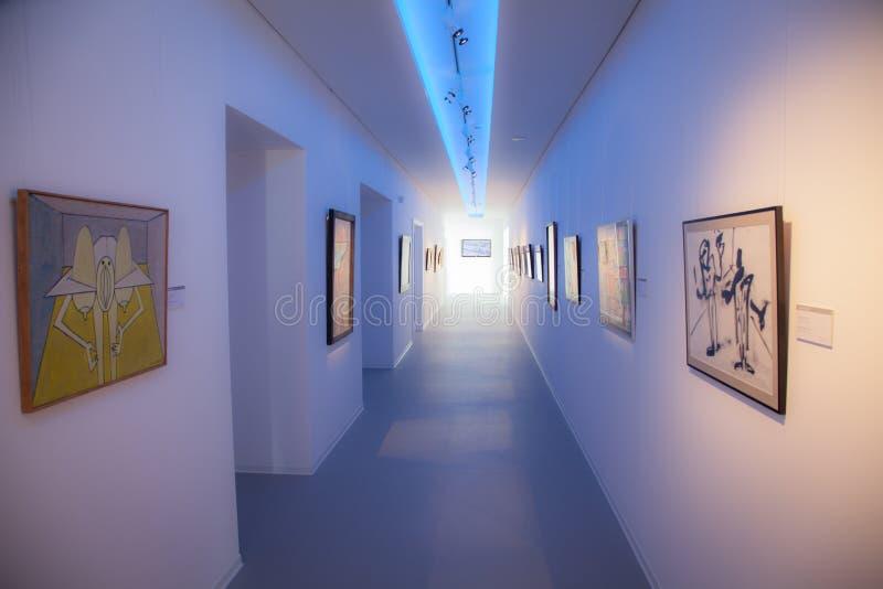Interior del museo Danubiana, Bratislava - Eslovaquia fotografía de archivo