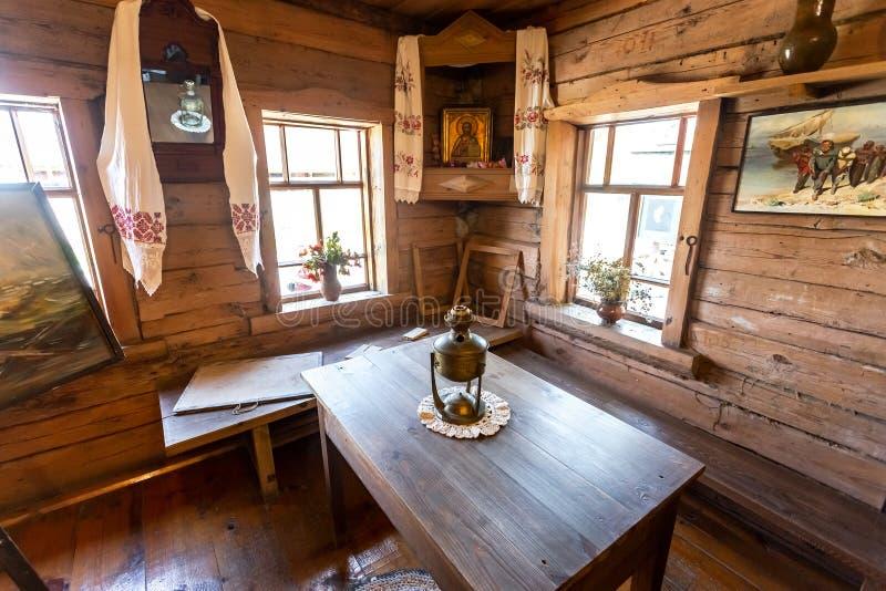 Interior del museo de la casa del pintor famoso Ilya Repin fotografía de archivo