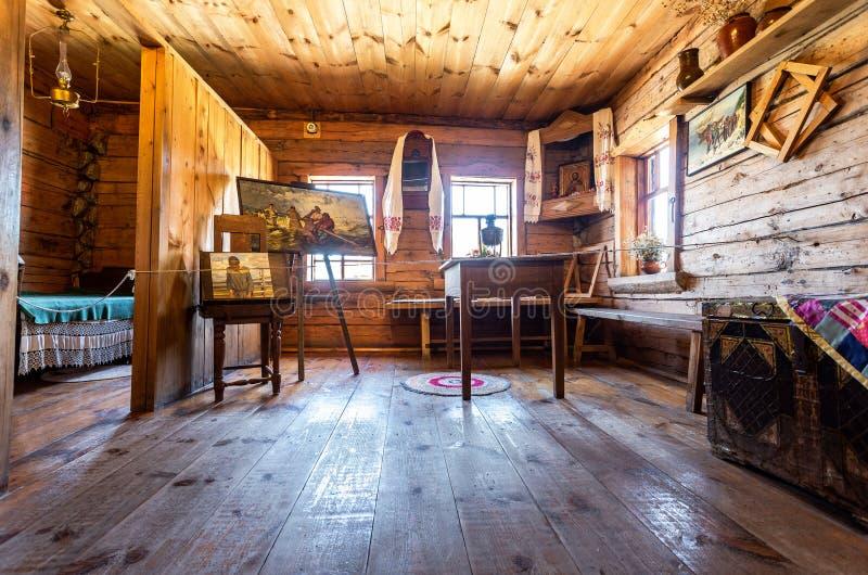 Interior del museo de la casa del pintor famoso Ilya Repin imágenes de archivo libres de regalías