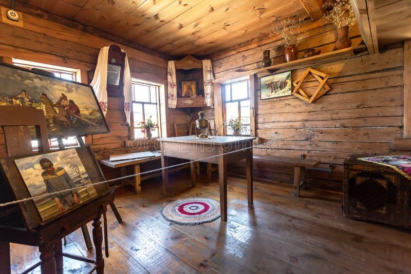 Interior del museo de la casa del pintor Ilya Repin imagen de archivo