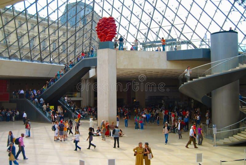 Interior del museo del Louvre - Musee du Louvre imagen de archivo