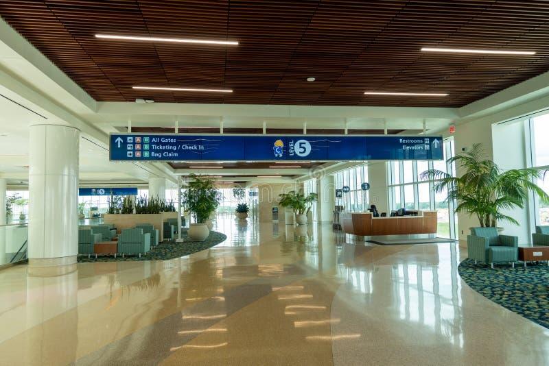 Interior del nuevo terminal internacional C en Orlando International Airport foto de archivo libre de regalías