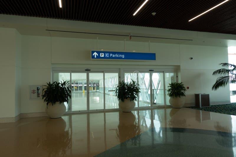 Interior del nuevo terminal internacional C en Orlando International Airport fotografía de archivo