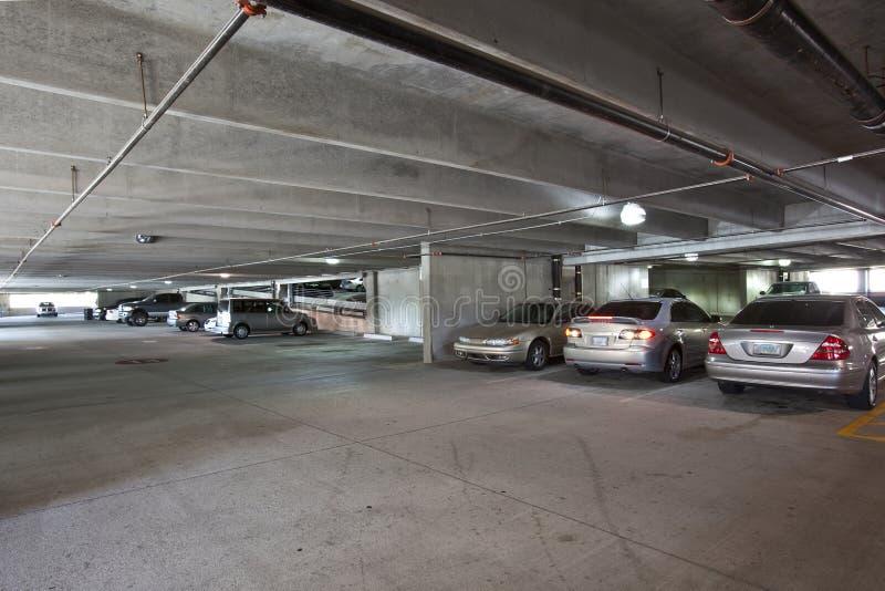 Interior del parking imagen de archivo