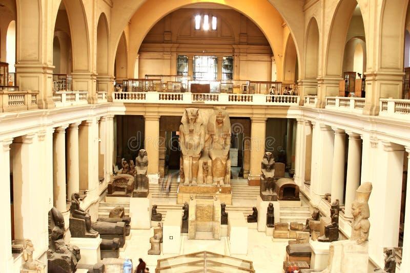 Interior del Pasillo principal, el museo de las antigüedades egipcias (museo egipcio), El Cairo, Egipto, África del Norte, África imagenes de archivo