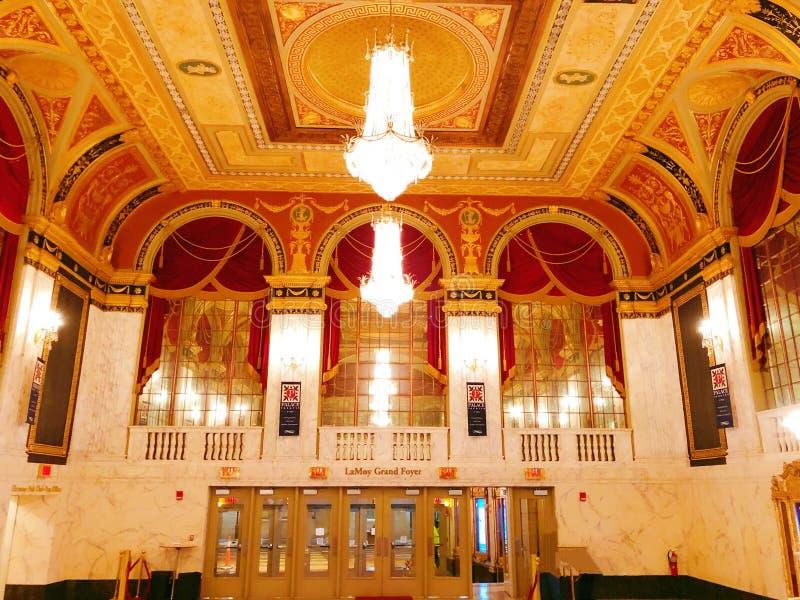 Interior del pasillo del teatro del palacio fotografía de archivo