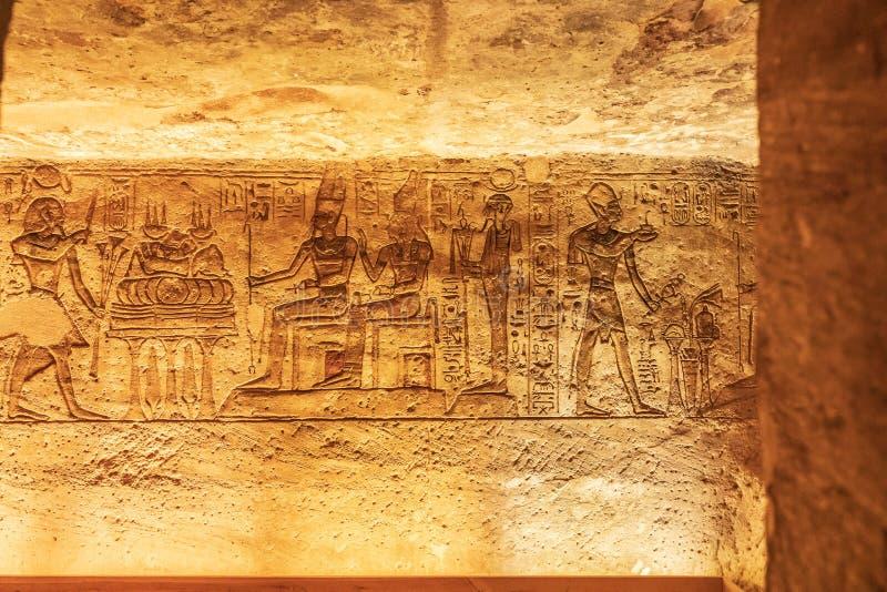Interior del pequeño templo de Abu Simbel, también conocido como el Templo de Hathor y Nefertari fotografía de archivo