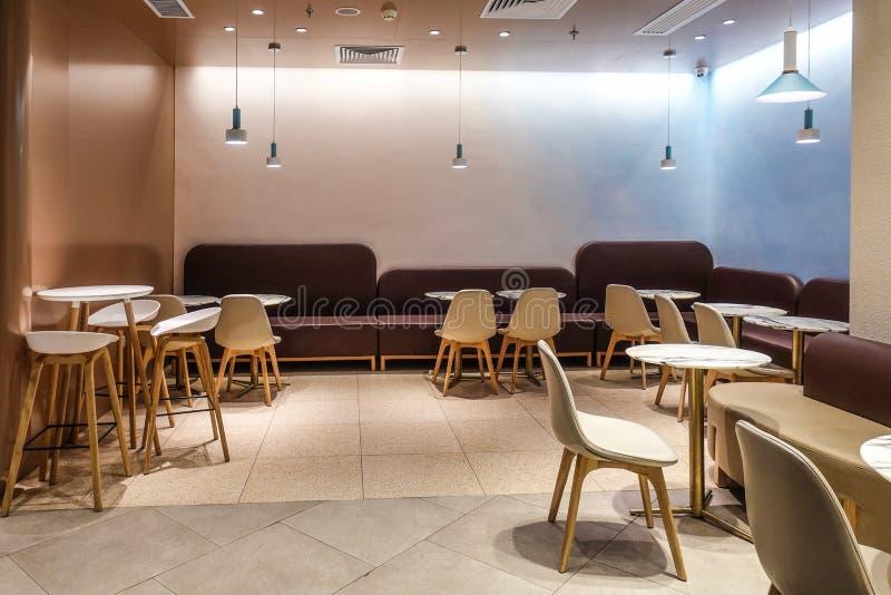 Interior del restaurante de la barra del café en centro comercial imagen de archivo libre de regalías