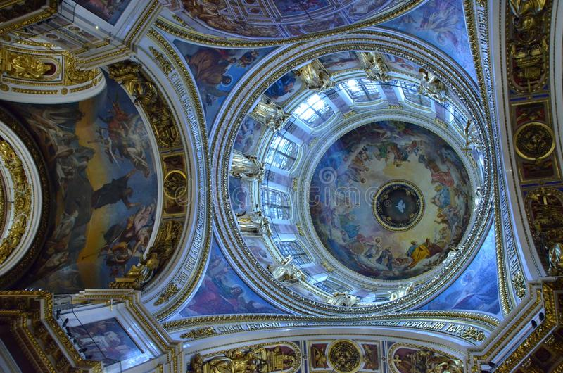 Interior del santo Isaac Cathedral en St Petersburg foto de archivo libre de regalías