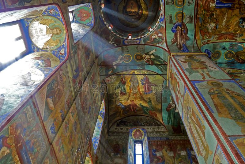 Interior del santo-Sergius Lavra de la trinidad santa foto de archivo