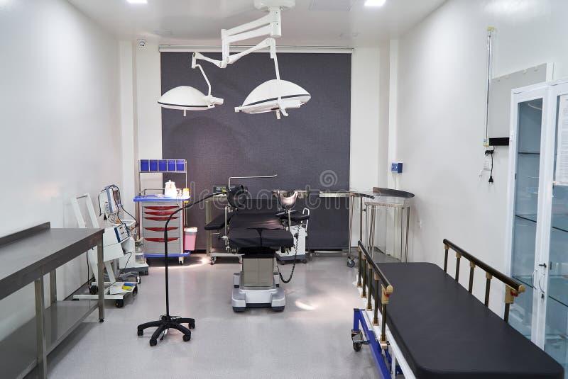 Interior del sitio de hospital con las camas fotos de archivo libres de regalías
