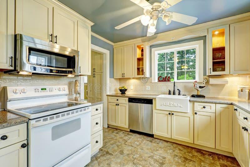 Interior del sitio de la cocina en casa del campo foto de for Cocinas de casas de campo