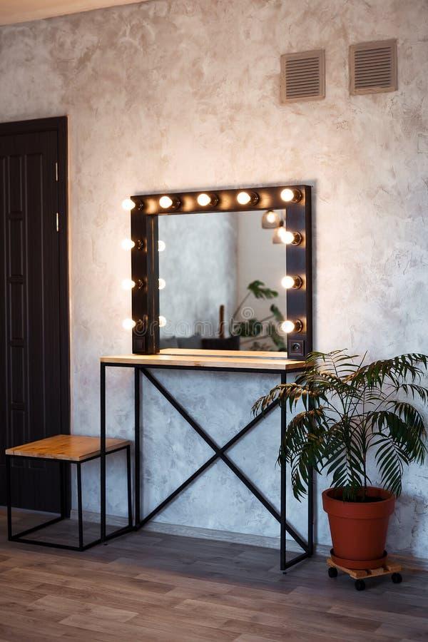 Interior del sitio moderno del maquillaje Vestuario del desván fotografía de archivo libre de regalías