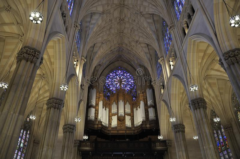 Interior del St Patrick Cathedral de Midtown Manhattan en New York City en Estados Unidos foto de archivo