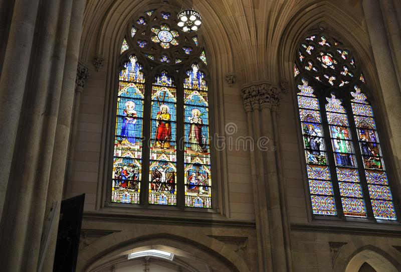 Interior del St Patrick Cathedral de Midtown Manhattan en New York City en Estados Unidos imagen de archivo
