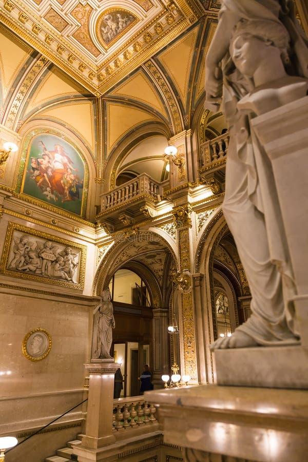 Interior del teatro de la ópera del estado de Viena foto de archivo libre de regalías