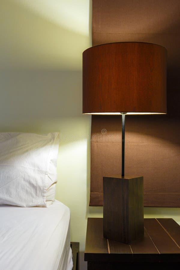 Interior design della camera da letto della lampada immagine stock