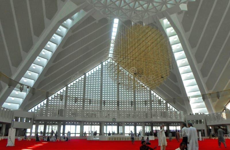 Interior design della moschea di Faisal fotografia stock