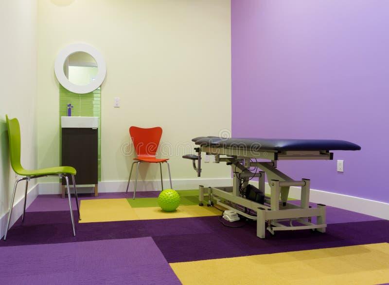 Interior design della stanza di massaggio fotografia stock libera da diritti