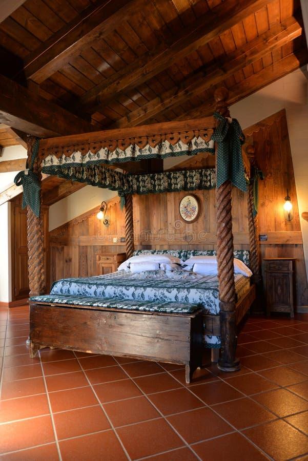 Interior design di lusso dell 39 hotel della montagna letto for Generatore di layout della stanza