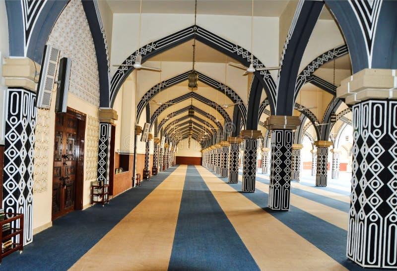 Interior design unico di grande moschea fotografia stock libera da diritti
