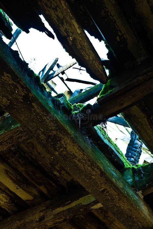 Interior dilapidado del granero fotografía de archivo libre de regalías