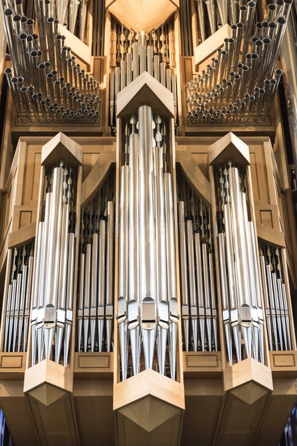 Interior do órgão moderno da igreja de Hallgrimskirkja em Reykjavik, Islândia foto de stock royalty free