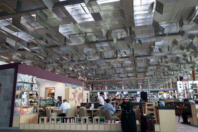 Interior do aeroporto de Changi em Singapura fotografia de stock