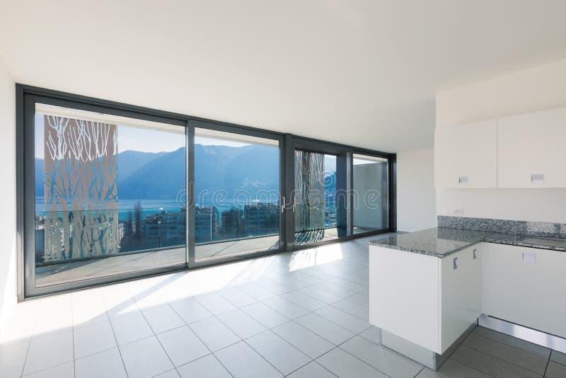 Interior do apartamento moderno, cozinha imagens de stock royalty free