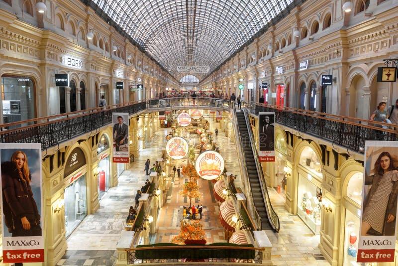 Interior do armazém principal da GOMA, Moscou imagens de stock royalty free