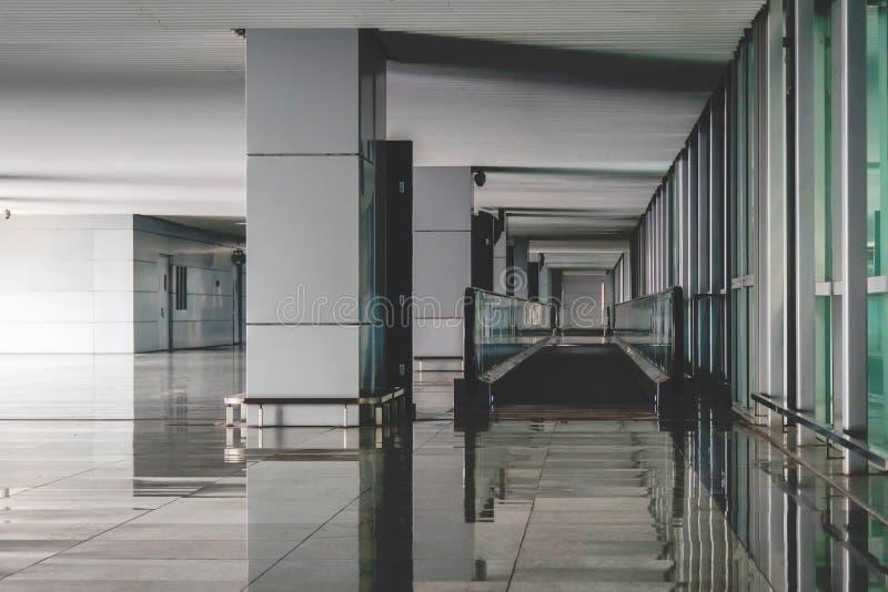 interior do arquitetónico moderno no aeroporto de shanghai foto de stock royalty free