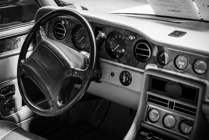 Interior do assento de motorista do carro Rolls royce Corniche IV fotografia de stock