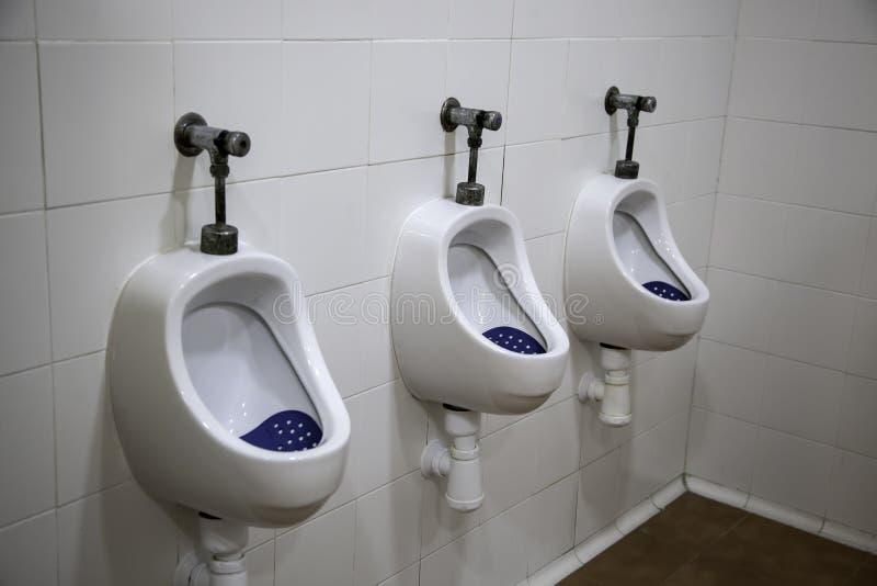 Interior do banheiro dos homens imagem de stock royalty free