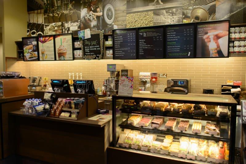 Interior do café de Starbucks fotografia de stock royalty free