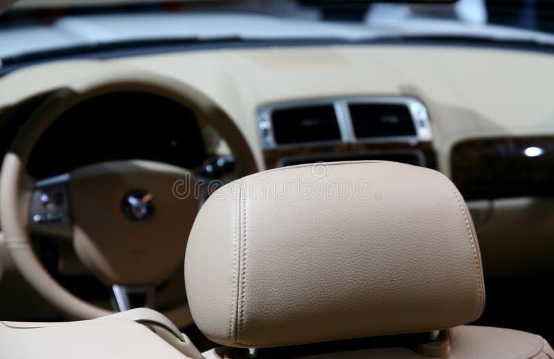 Interior do carro/couro imagem de stock